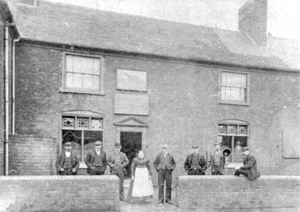 ittle Black Horse (Georgian version or later 'Old Black Horse') public house, Leamore, pre-1911 (WLHC)