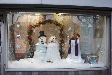 Competition-winning festive window by Jeneve Bridal Wear on the High Street