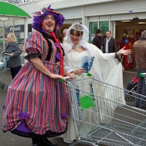 It Asda be Dame Hilda and Snow Queen Prunella!