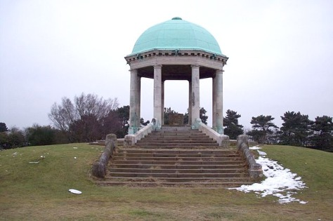 Barr Beacon Monument by C. Manning (Wikimedia Commons)