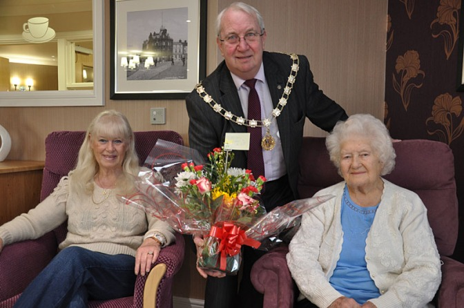 Deputy Mayor welcomes former Bloxwich metalworker to Harden Hall