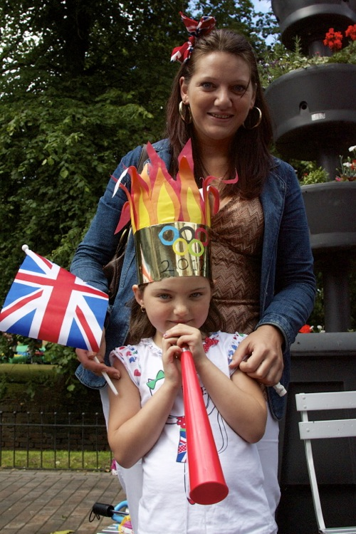 Jenny King of Bloxwich with her daughter Grace Kent, age 6, enjoying some rare summer sun while waiting for the torch