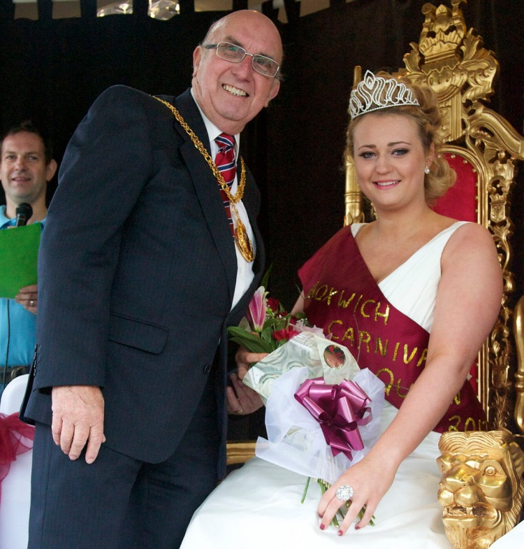 The Mayor of Walsall crowns the new Bloxwich Carnival Queen Alice Jones.