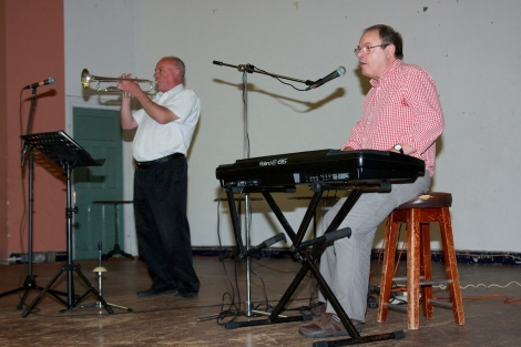 Classic sounds from Antony Socci (on trumpet) and colleague (on keyboard) of Sapphire Entertainments, who really know how to work a crowd, raising many to their feet to dance