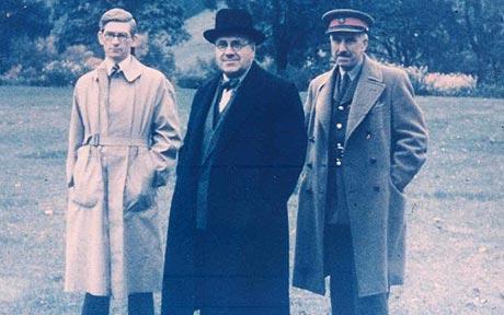 Harry Hinsley (left), Sir Edward Travis and Brigadier Titman in Washington DC, USA, November 1945 (National Archives)