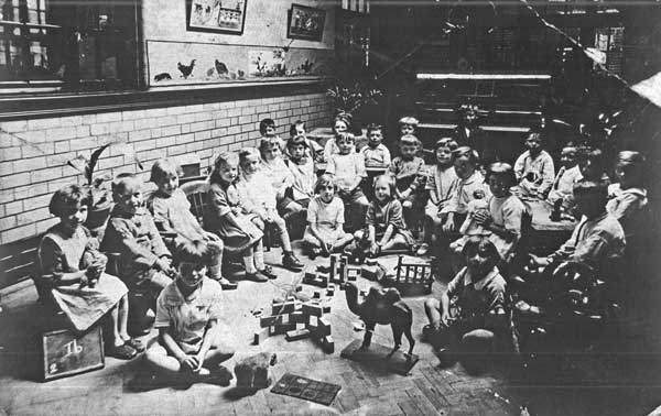 Reception class, Wolverhampton Rd School, c1920 (Walsall Local History Centre)