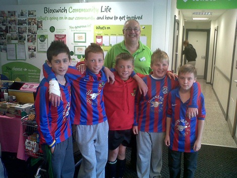 Lads from Gunners FC meet Rob Hendon at Asda Bloxwich.