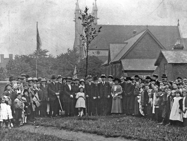 Planting of the Blakenall Heath Peace Tree, 1919 (Walsall Local History Centre).