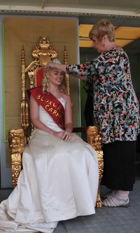 2015 Bloxwich Carnival Queen Charlotte Locke is crowned by Mayor of Walsall Cllr Angela Underhill