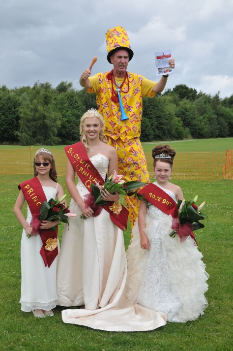 Mad Dom photobombs the Bloxwich royals