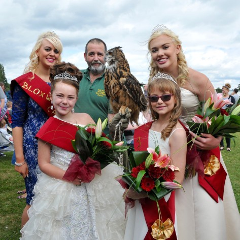 Robert Park of Armitage Bird of Prey Centre and his feathered friend gave the Bloxwich Carnival royals something to 'owl about
