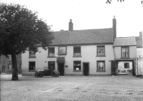 The old Bull's Head pub, Park Rd, Bloxwich, 10 June 1927 (pic by Billy Meikle)