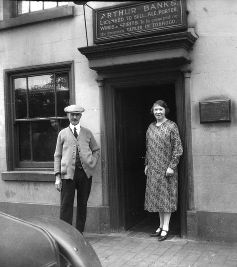 Arthur and Mrs Banks outside the old Bull's Head, 10 June 1927 (pic by Billy Meikle)