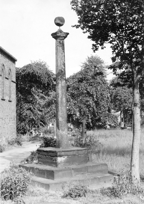 The Preaching Cross at All Saints, Bloxwich, c1950 (pic E.J. Homeshaw)