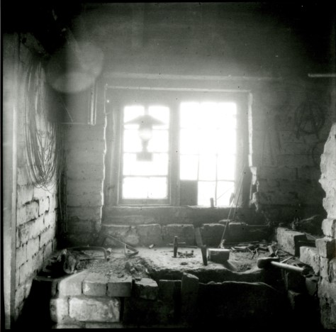 Local historian Billy Meikle took this picture of a typical Sandbank awl blade maker's workshop in 1915 (courtesy Walsall Local History Centre)