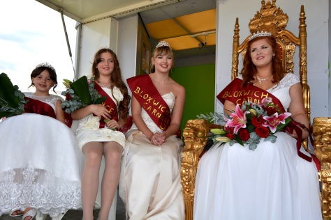 Right royally crowned - Bloxwich Carnival Royalty 2016. L to R: Rosebud Tayla Parker, Princess Libby Robbins, 2015 Queen Charlotte Locke and (enthroned!) Bloxwich Carnival Queen Amber Rolls