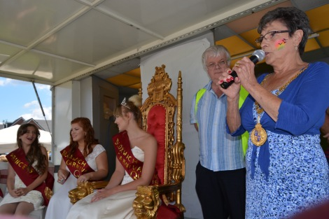 The Mayor of Walsall Cllr Kath Phillips opens Bloxwich Carnival 2016